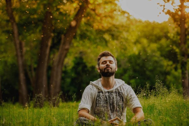 Homme heureux qui médite