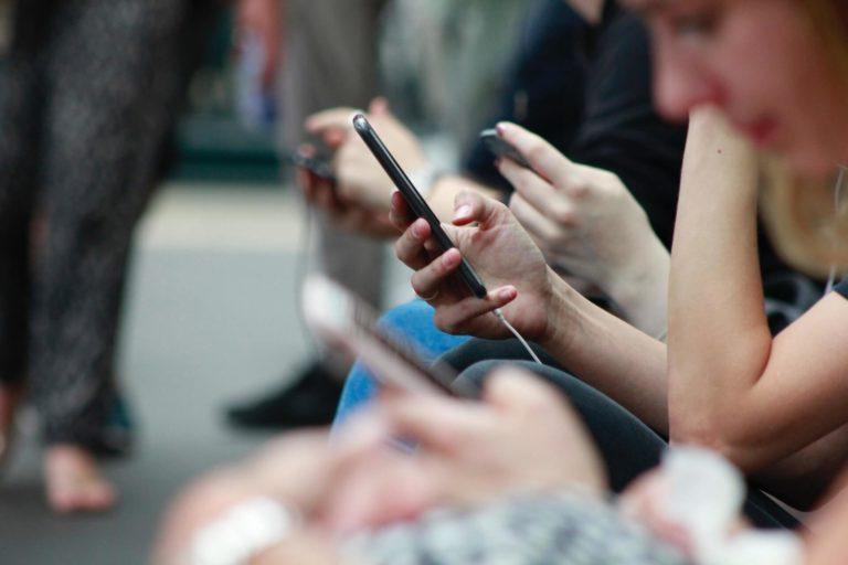 addiction écrans, téléphone smartphone ordinateurs
