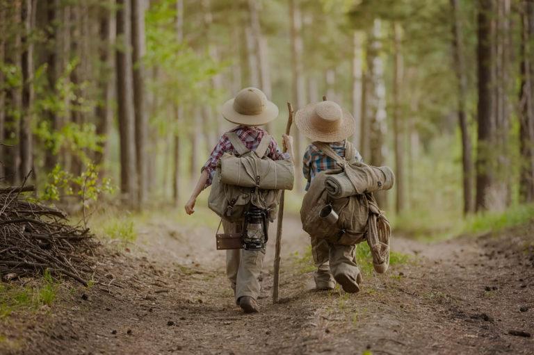 Lyme et les enfants en forêt