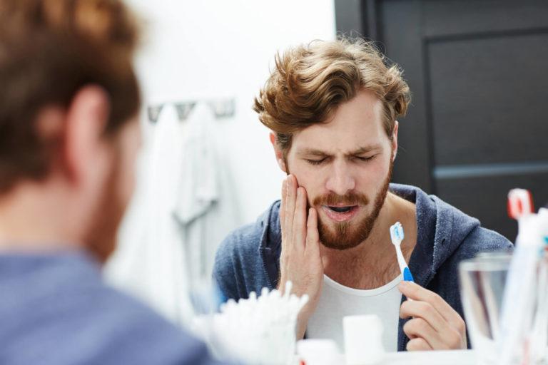 Dents de sagesse : 5 bons réflexes contre la douleur avant et après l'extraction